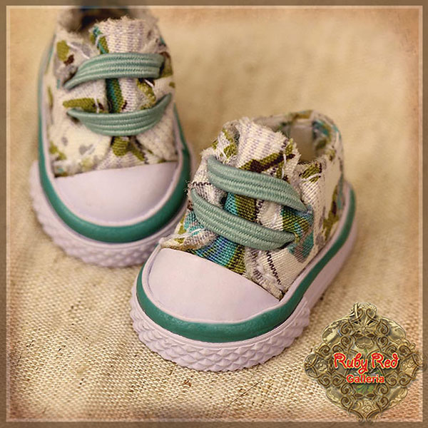 RubyRed Galleria Ten Ping Green Floral Print Canvas Shoes